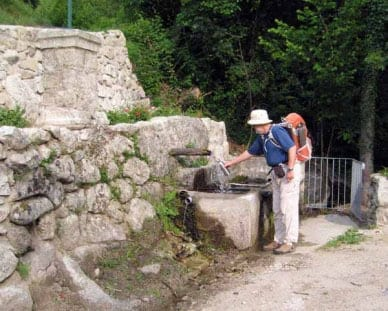 Walking in France: Filling up the water bottle in Concoules