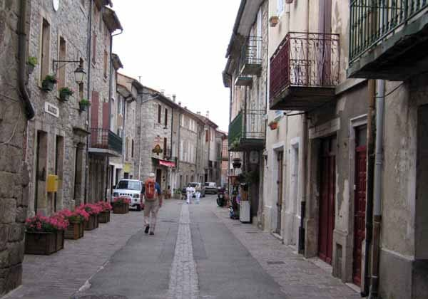 Walking in France: Arriving in Genolhac, with no warm top