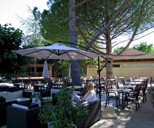 Walking in France: Relaxing at the bar of the Nîmes camping ground