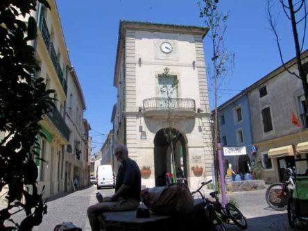 Walking in France: A cool drink in Serignan