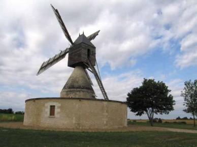 Walking in France: Windmill, Bléré