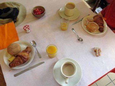 Walking in France: Breakfast