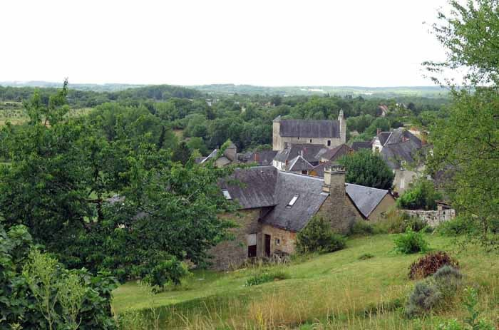 Walking in France: Fortified church of Nespouls