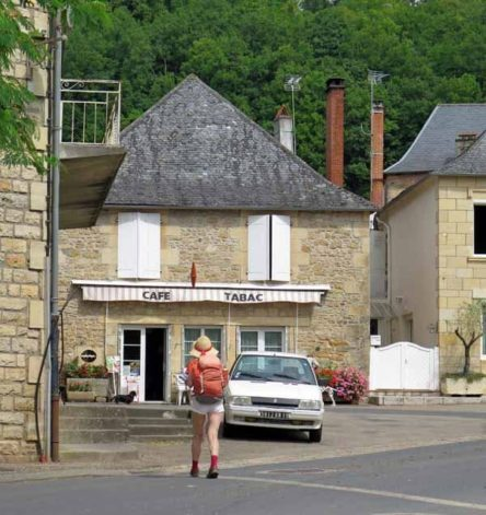 Walking in France: An unseemly rush to the bar in Perpezac-le-Blanc