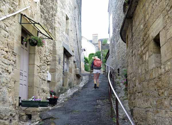 Walking in France: Steep lane to the square
