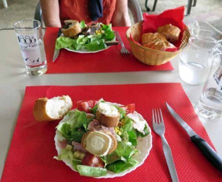 Walking in France: Lunch - an unexpected luxury
