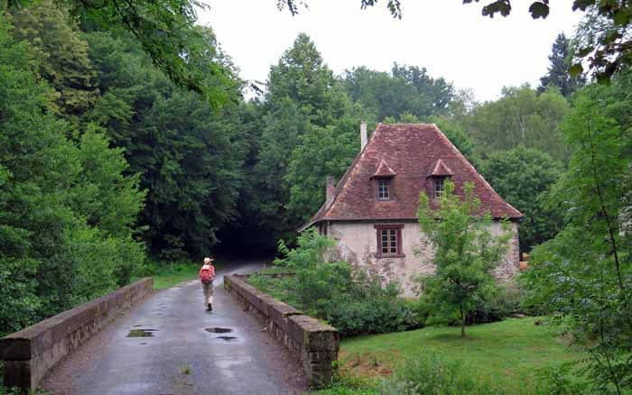 Walking in France: Crossing the Auvézère at la Forge