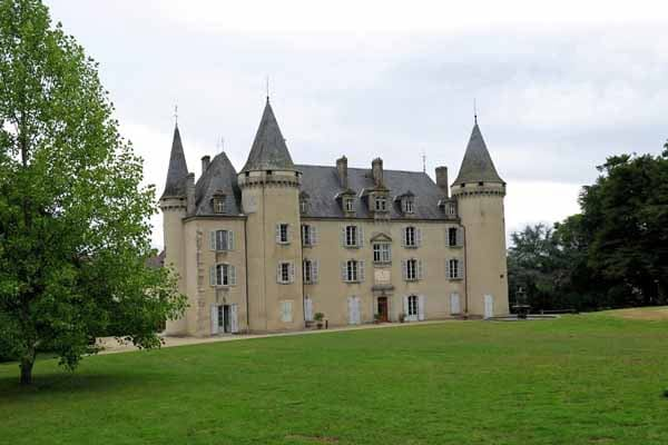 Walking in France: Château of Nexon