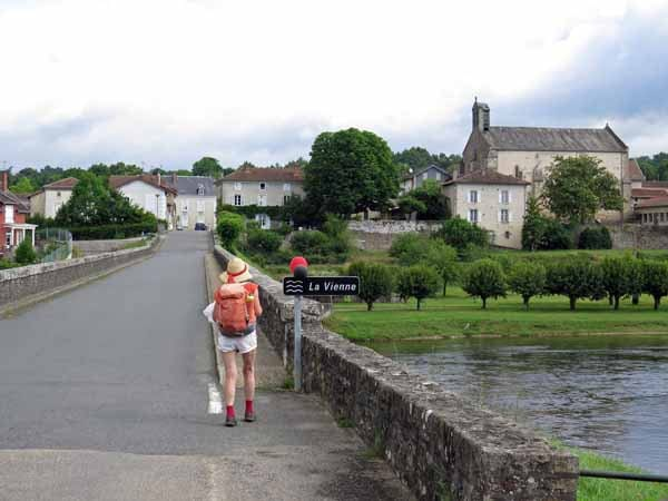 Walking in France: Crossing the Vienne to enter Saint-Victurnien