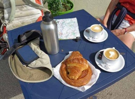Walking in France: Our excellent second breakfast