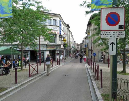 Walking in France: Returning to the centre of town