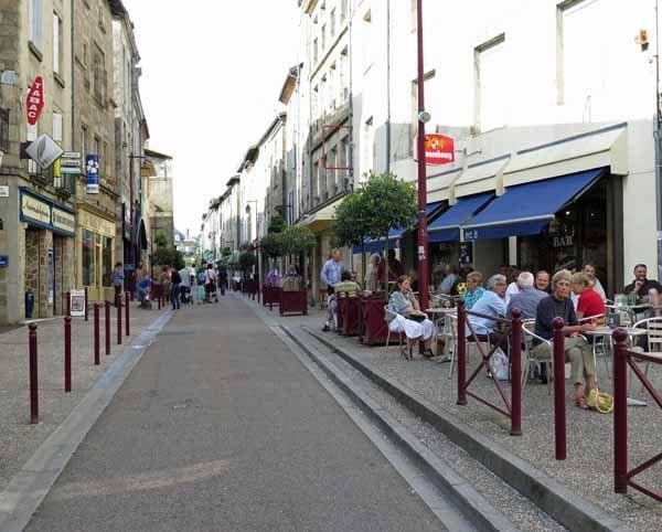 Walking in France: Apéritifs in the Rue Lucien Dumas