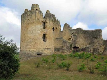 Walking in France: The ruined château of St-Germain-de-Confolens