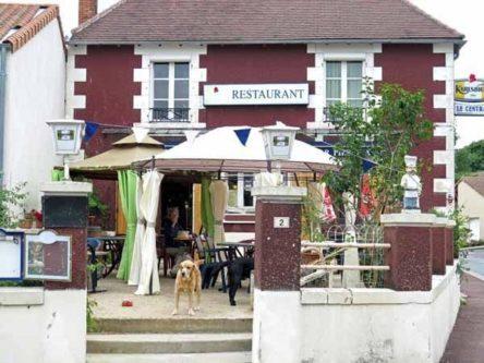 Walking in France: Coffee stop in St-Martin-la-Rivière