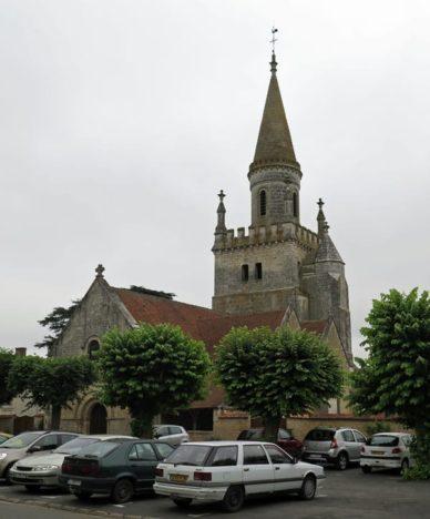Walking in France: Bonnes church