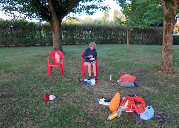 Walking in France: Breakfast at the camping ground