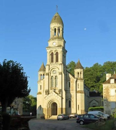 Walking in France: Les Ormes church