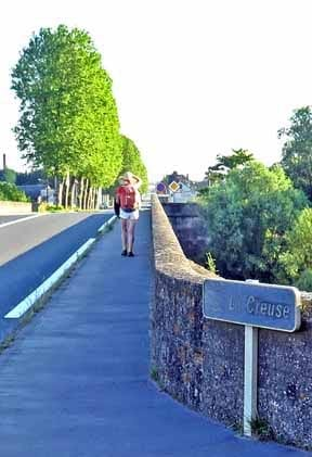 Walking in France: Crossing the Creuse river at Port-de-Piles