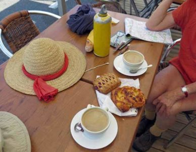 Walking in France: Our second second breakfast of the day
