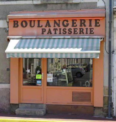 Walking in France: The sweet little boulangerie in Pouzay