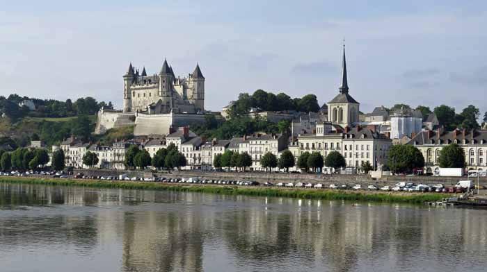 Walking in France: Château of Samur