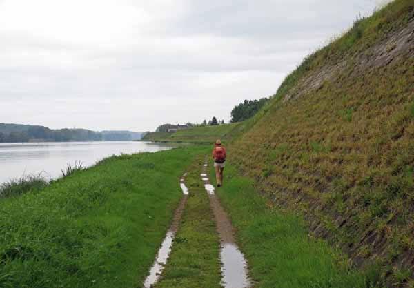 Walking in France: Beside the Loire levee bank
