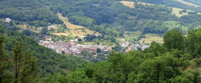 Walking in France: First glimpse of St-Beauzély