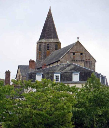 Walking in France: Church in Nexon