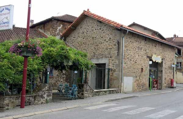 Walking in France: The bar in St-Brice-sur-Vienne