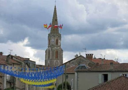 Walking in France: Decorations in Confolens