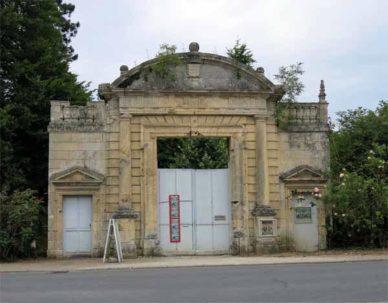 Walking in France: The façade of the Château de Crémault, Bonneuil-Matours