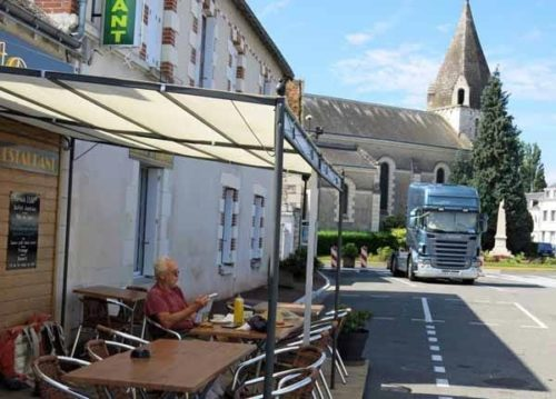 Walking in France: At ease in the delightful village of Pouzay
