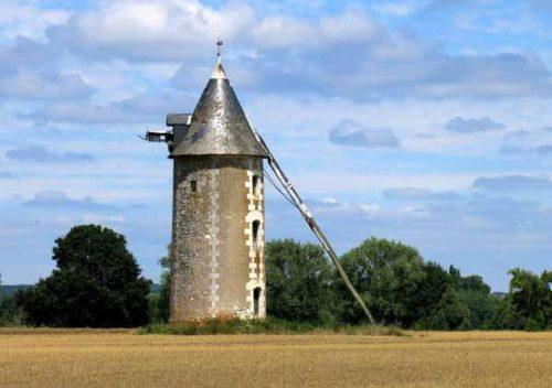 Walking in France: Windmill near Parçay-sur-Vienne