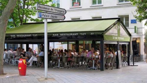 Walking in France: Outdoor Italian restaurant we chose for dinner