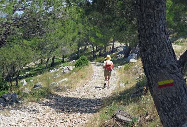 Walking in France: walking in France: The descent on the GRP
