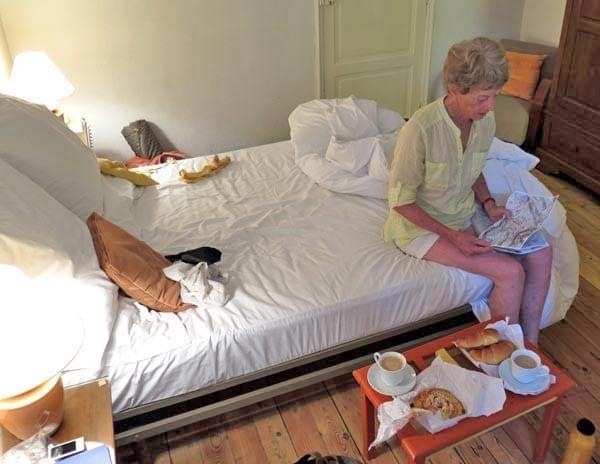Walking in France: Breakfast in our hotel room