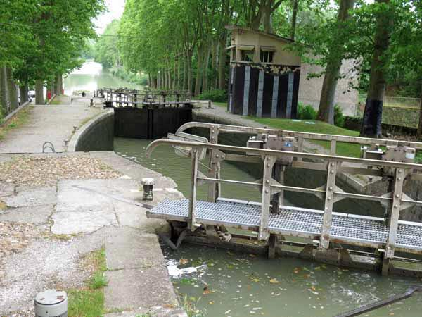 Walking in France: The four-stage lock at the entrance to Castelnaudary