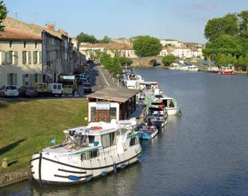 Walking in France: Restaurant quartier at the port