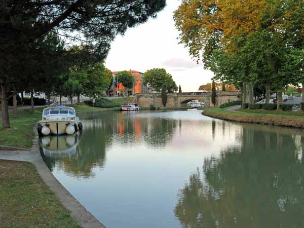 Walking in France: A beautiful walk back to the camping ground after dinner