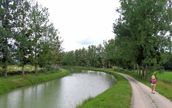 Walking in France: Near Venarey-les-Laumes, Canal of Burgundy