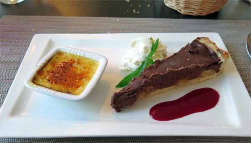 Walking in France: And to finish, chocolate tart with a miniature crème brûlée