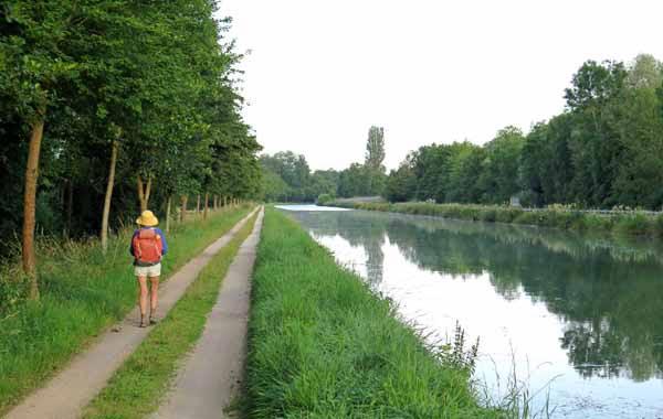 Walking in France: Heading for Buffon and breakfast