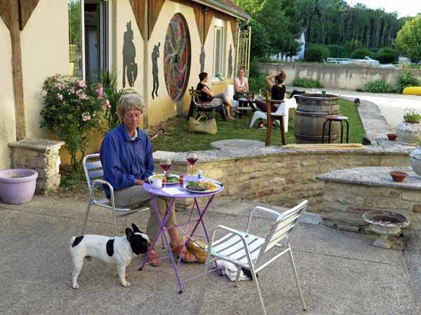 Walking in France: Dinner on the terrace, la Botica