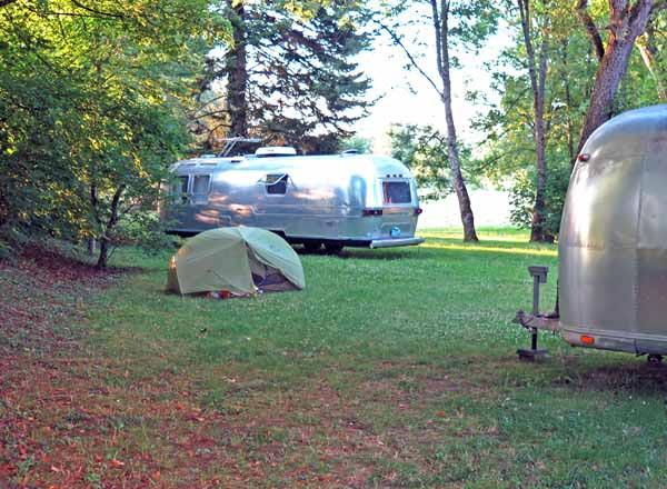 Walking in France: Our campsite between the unoccupied American caravans, la Botica, Ancy-le-Franc