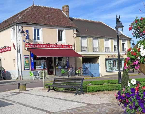 Maison des randonneurs auxerre trendy chaque with maison for Salon habitat auxerre