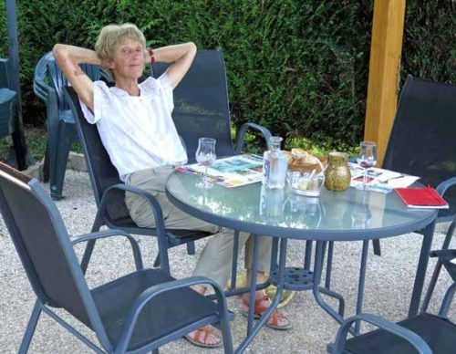 Walking in France: Forgotten bandage on my right arm for the hated shingles