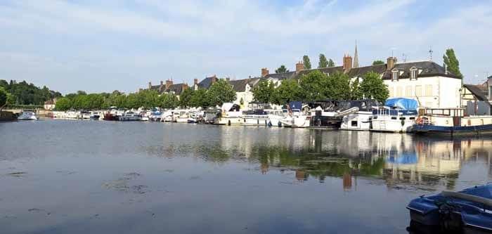 Walking in France: Port de Plaisance, Briare