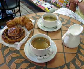 Walking in France: Early breakfast