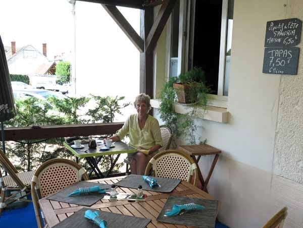 Walking in France: The terrace at la Canardière, Coullons