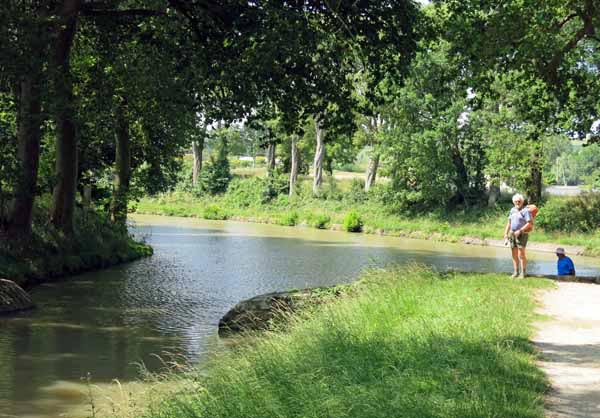 Walking in France: Where the Rigole meets the canal